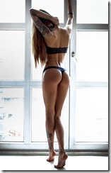 girls_put_their_best_butts_forward_640_52